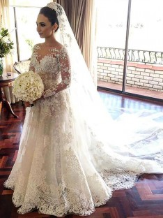 A-Line/Princess Bateau Lace Chapel Train Tulle Wedding Dress