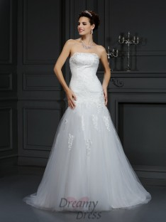 Sheath/Column Strapless Lace Court Train Satin Wedding Dress