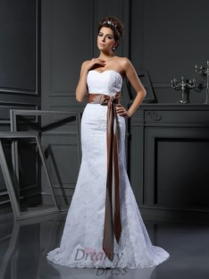 Sheath/Column Sweetheart Net Court Train Wedding Dress