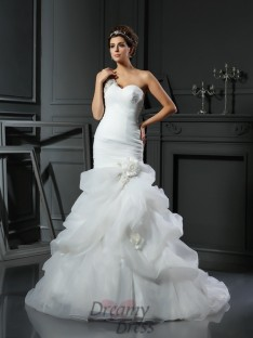 Trumpet/Mermaid Satin Chapel Train Wedding Dress